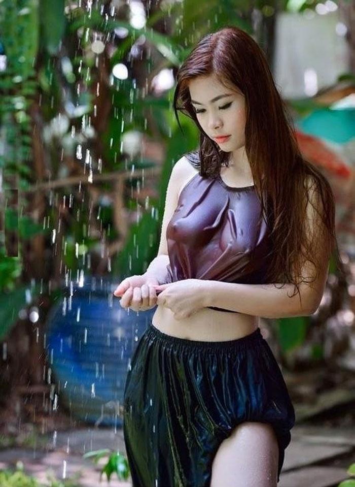 Em ướt bao kẻ tần ngần ngóng theo