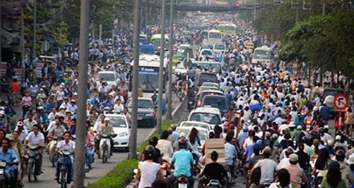 Hà Nội không vội được đâu - Tây ba lô choáng cảnh tắc đường ở Việt Nam