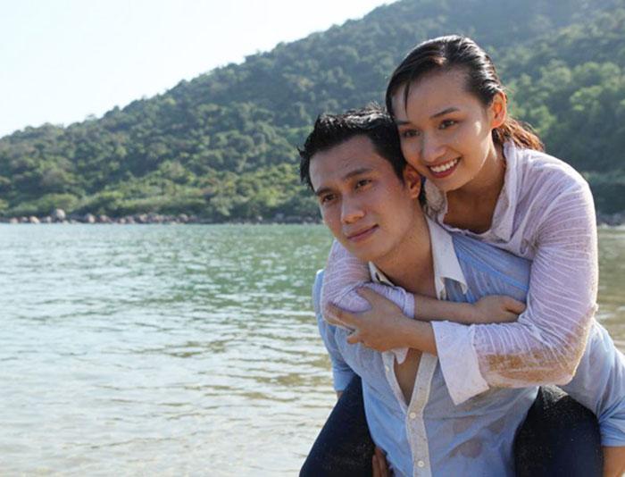 Vậy là tôi và nàng yêu nhau từ đó - Việt Anh khóa môi Lã Thanh Huyền trên bãi biển