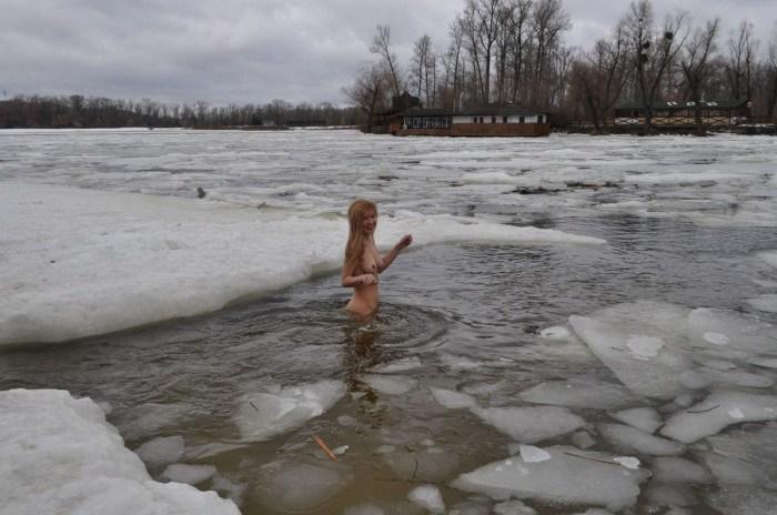 Na-Uy đi tắm mùa đông