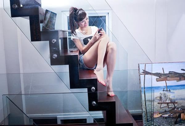 Hồng Quế tung bộ ảnh nóng trên giường khi chơi game