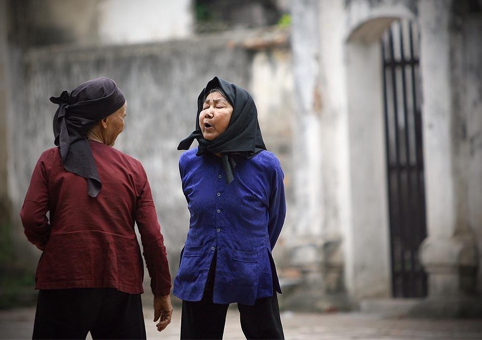 Hai cụ già lại Làng Diềm (Bắc Ninh) - Ảnh: Việt Thanh